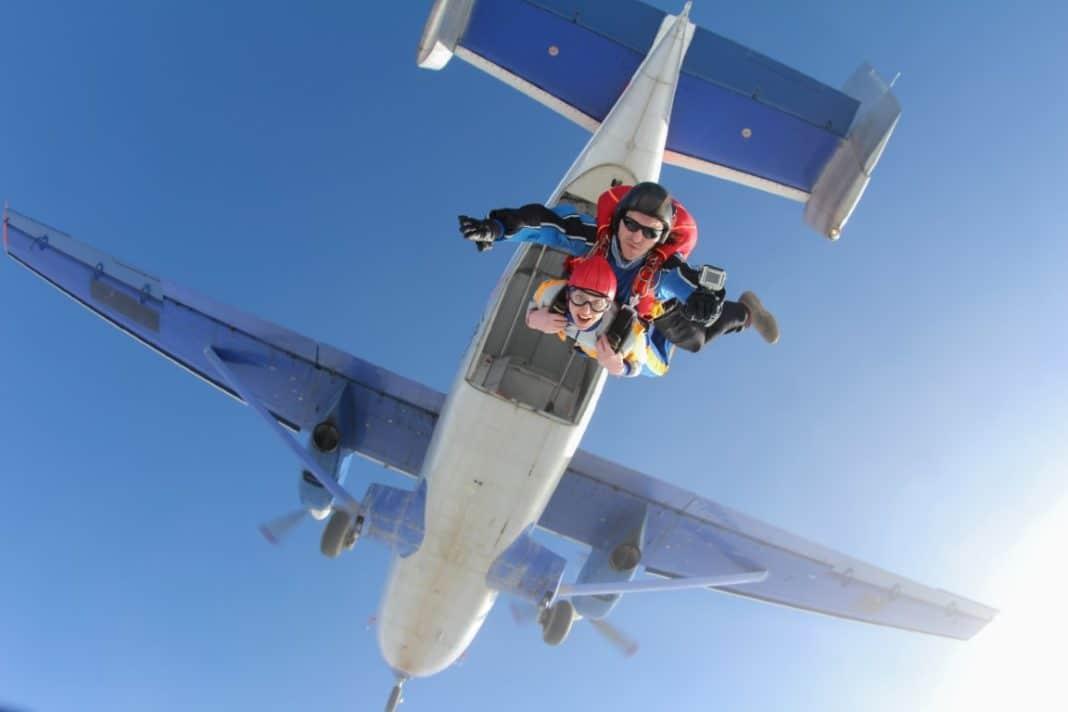Une femme du Maryland fait du parachutisme pour la première fois à 102 ans