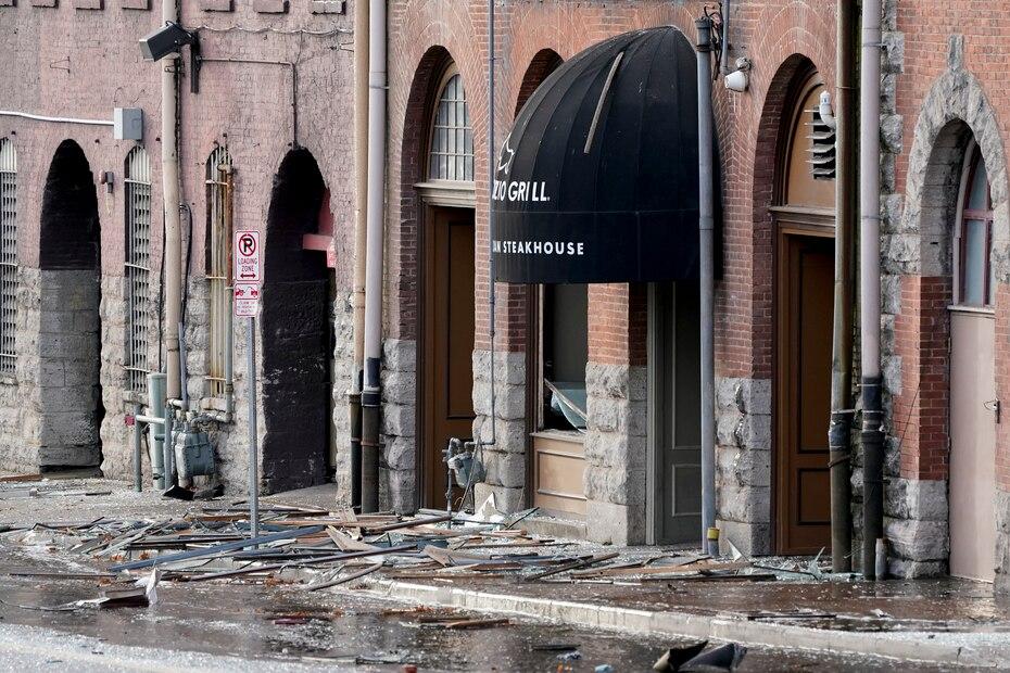 Le bureau de gestion des urgences de Nashville a déclaré à la chaîne de télévision locale WKRN qu'un véhicule de loisirs garé avait explosé et causé de multiples dégâts à plusieurs bâtiments.