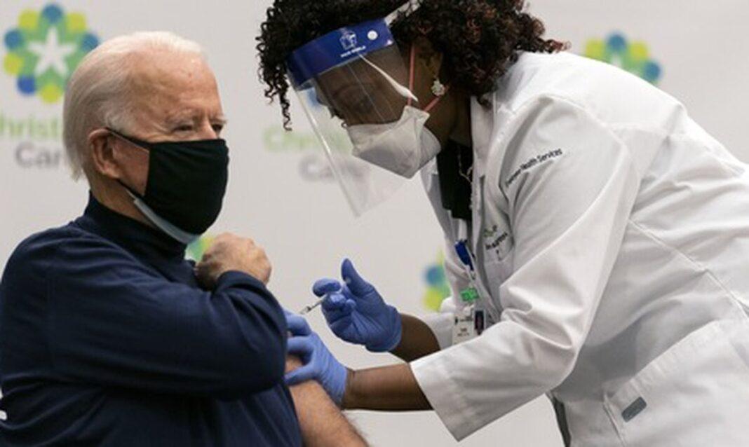 Joe Biden reçoit sa première dose de vaccin COVID-19