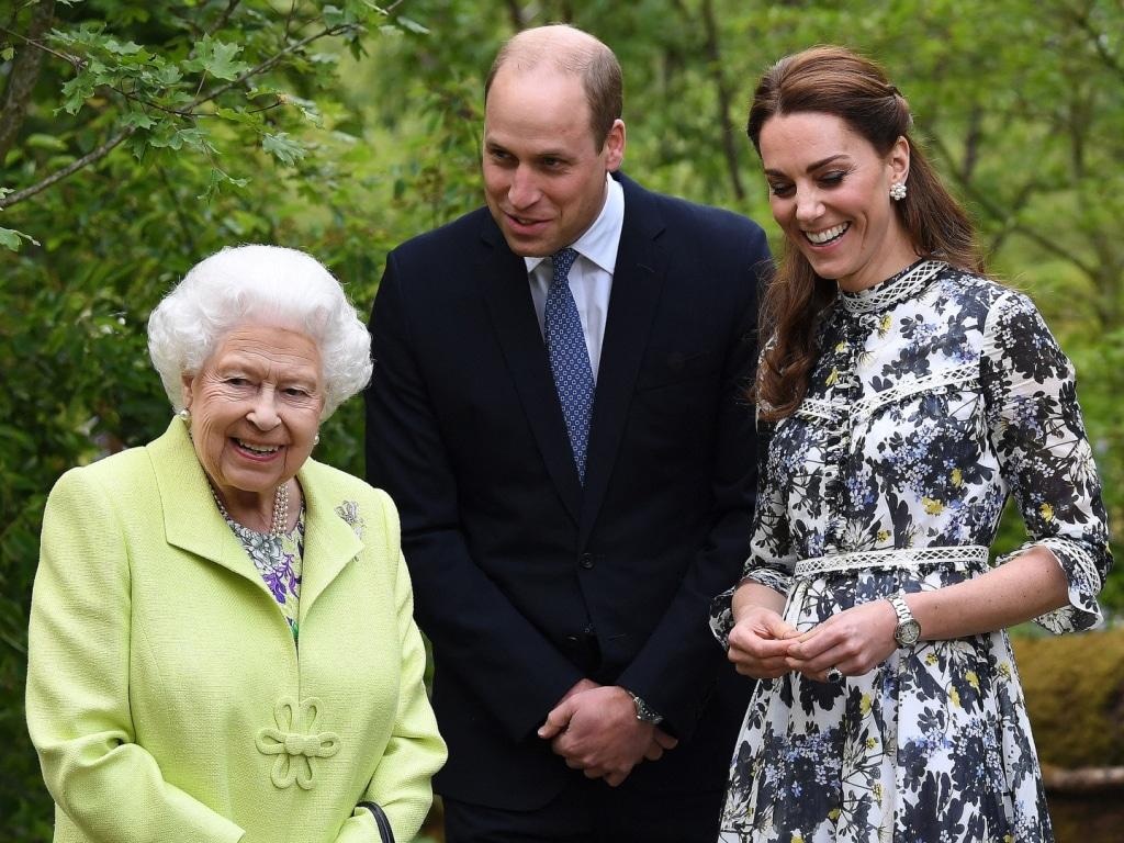 La reine Elizabeth et le prince William s'inquiètent de l'arrivée de Harry et Meghan en tant que victimes