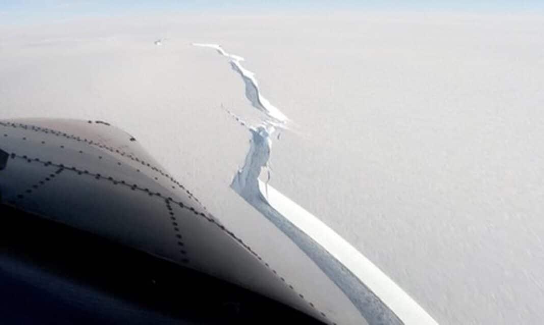 Des images saisissantes de l'iceberg de la taille de Londres qui s'est détaché de l'Antarctique