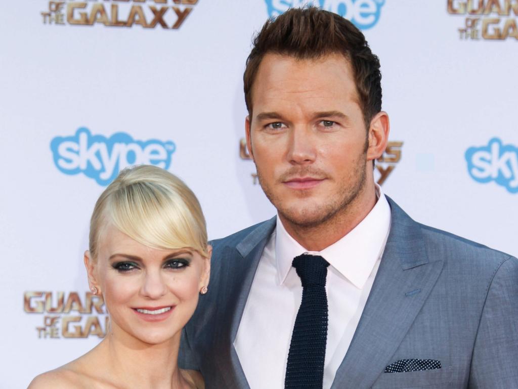 Anna Faris laisse entendre qu'elle a accepté d'épouser Chris Pratt en raison de pressions extérieures.