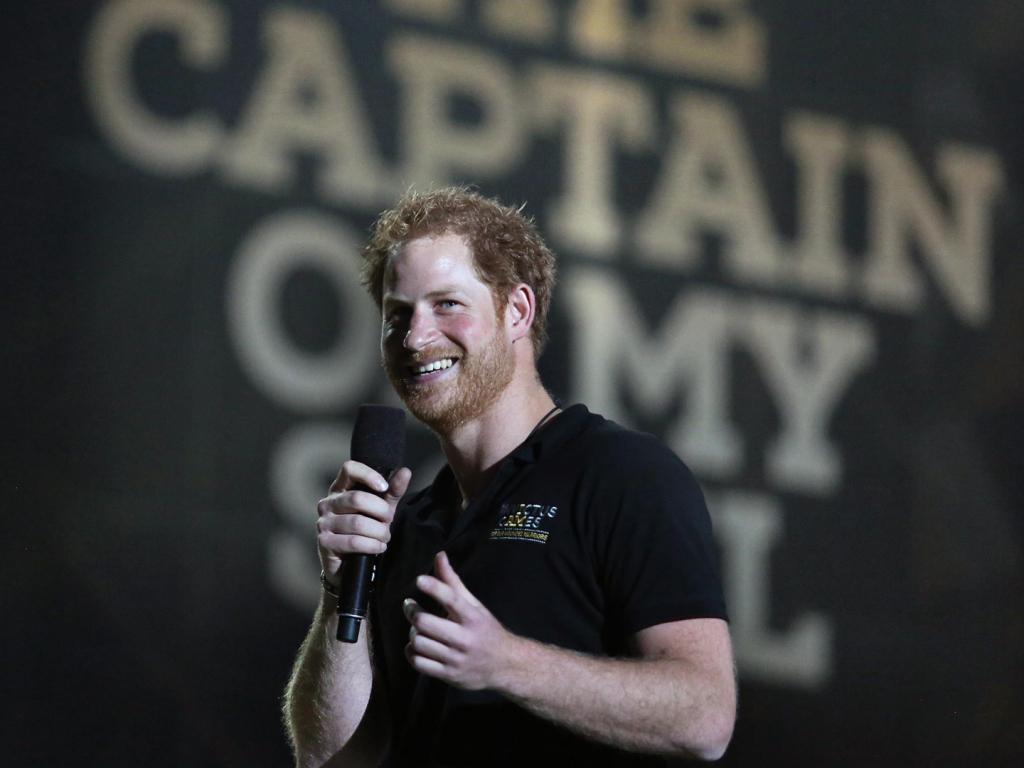 Le prince Harry insiste sur le fait que la vie royale ressemble à une cage. Il se peut qu'il repousse William et Charles pour de bon.