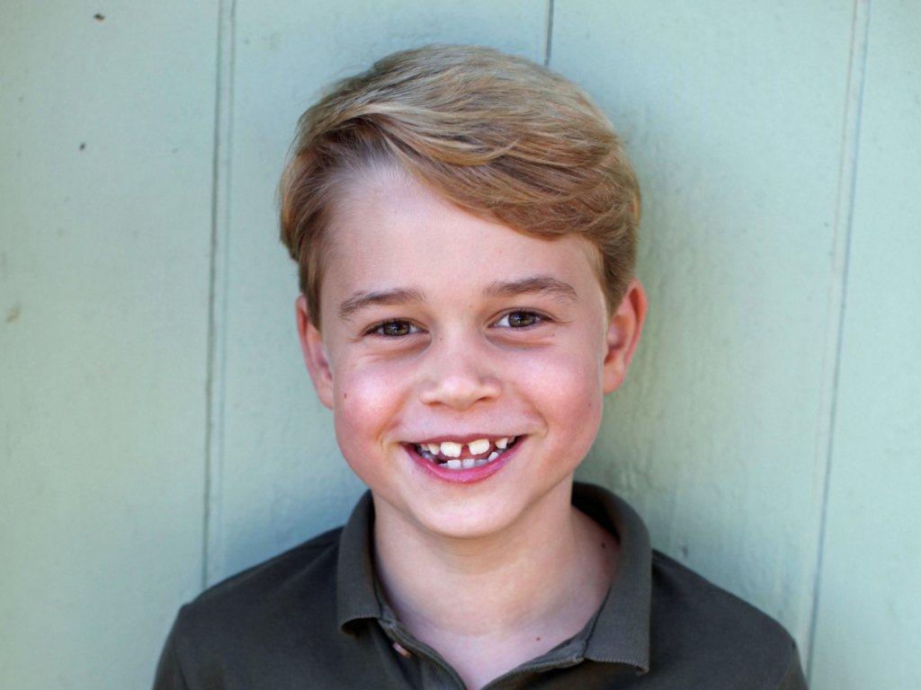 Le portrait du prince George à l'occasion de son huitième anniversaire est arrivé. Il est le portrait craché du prince William.