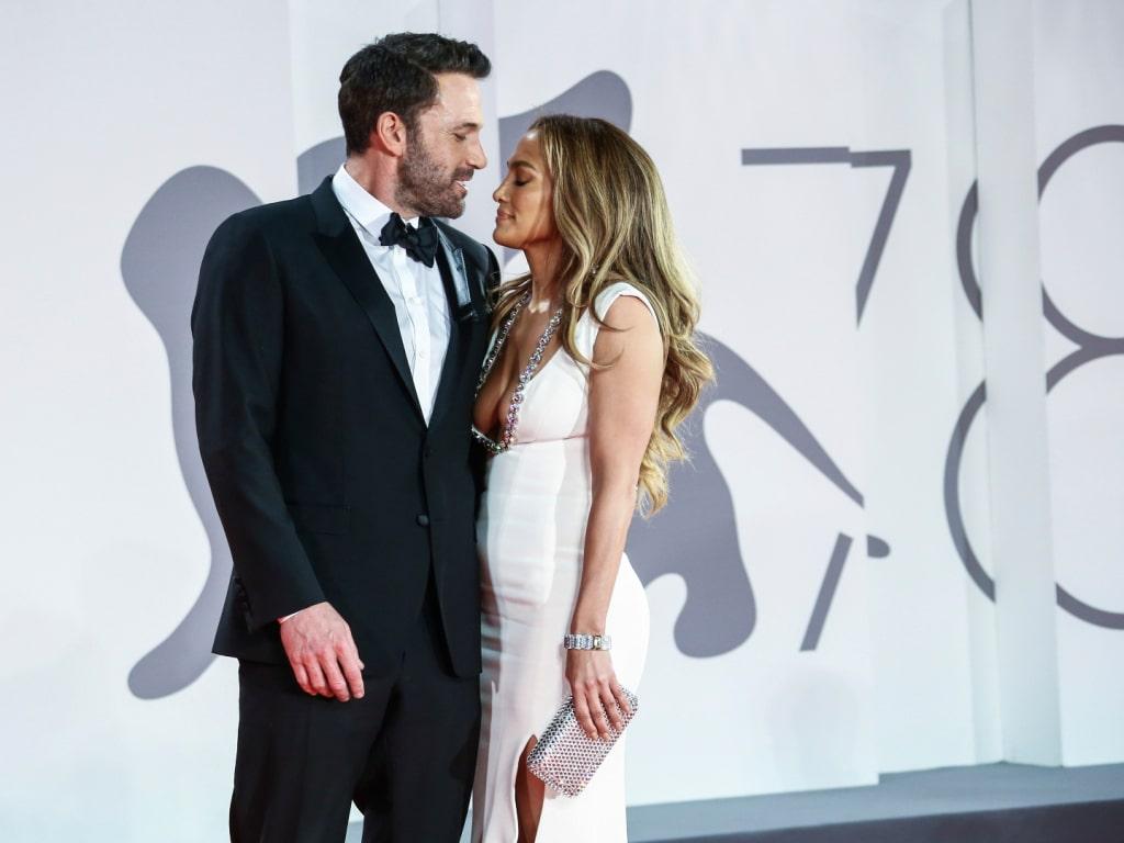 Ben Affleck a rejoint Jennifer Lopez au Met Gala et les photos nous ont fait tomber en pâmoison.