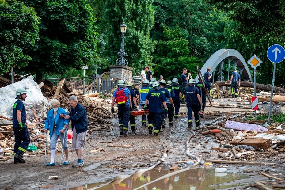 L'Allemagne enregistre au moins 103 morts et recherche des disparus dans les inondations.